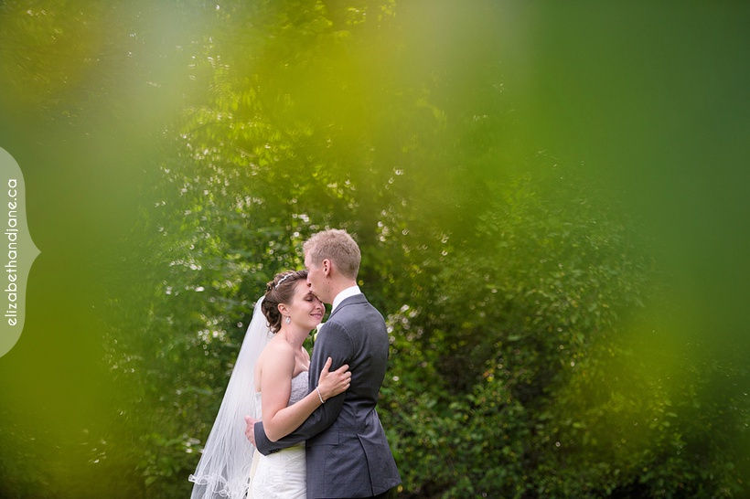 Kate and Chris were married outside of Ottawa and their wedding was photographed by Liz Bradley of elizabeth&jane photography