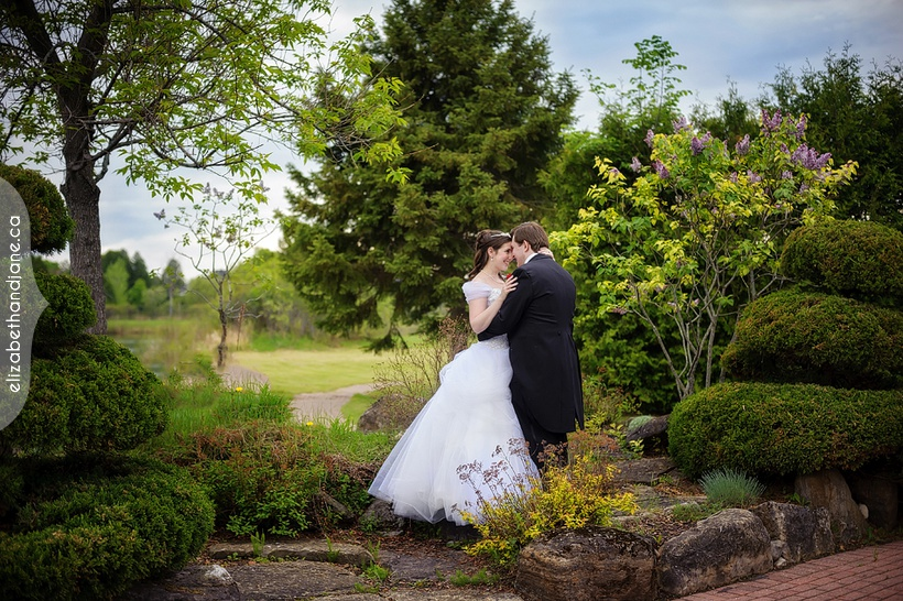 Deanna and Justin were married at Orchardview Wedding and Conference Centre in Ottawa, photographed by Jane Kerrison of elizabeth&jane photography